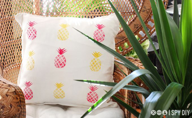 pineapple_print_cushion-1