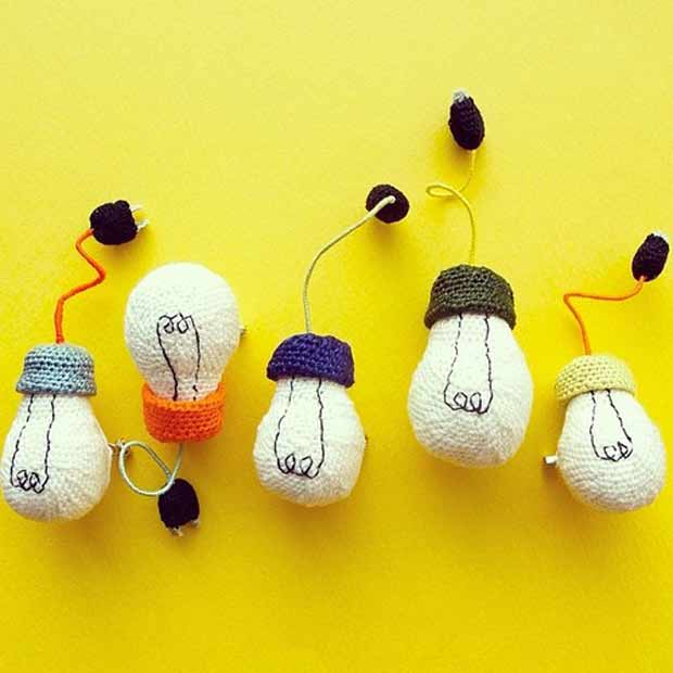 crocheted_lightbulbs