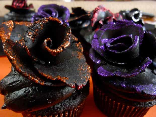Black-Velvet-Rose-Cupcakes