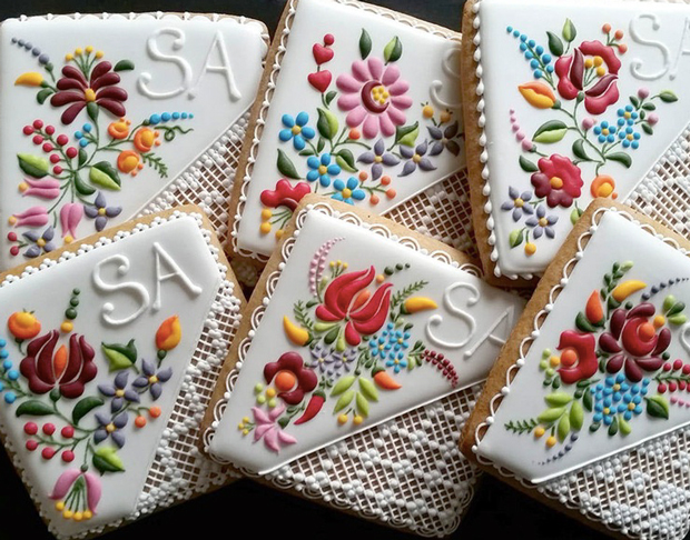 embroidered_cookies